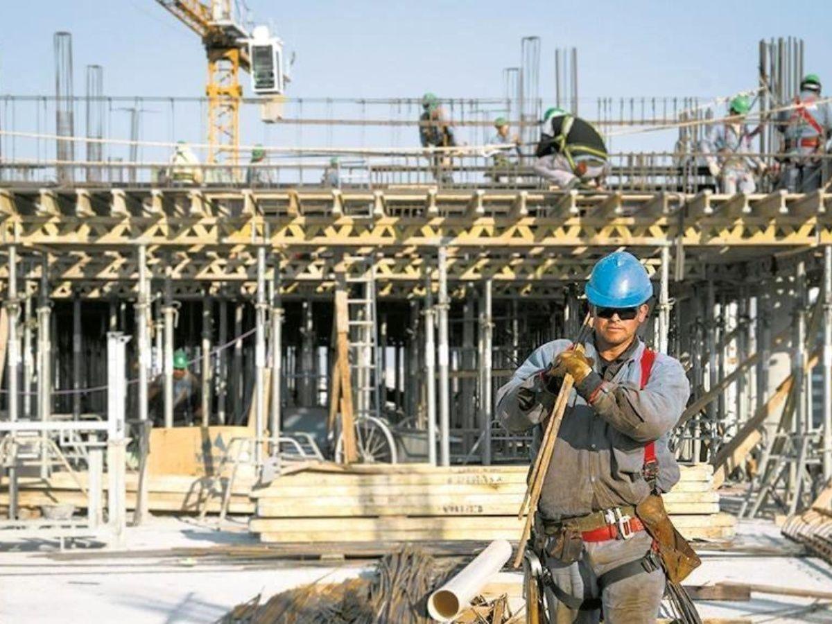Industria y construcción recuperan puestos de trabajo