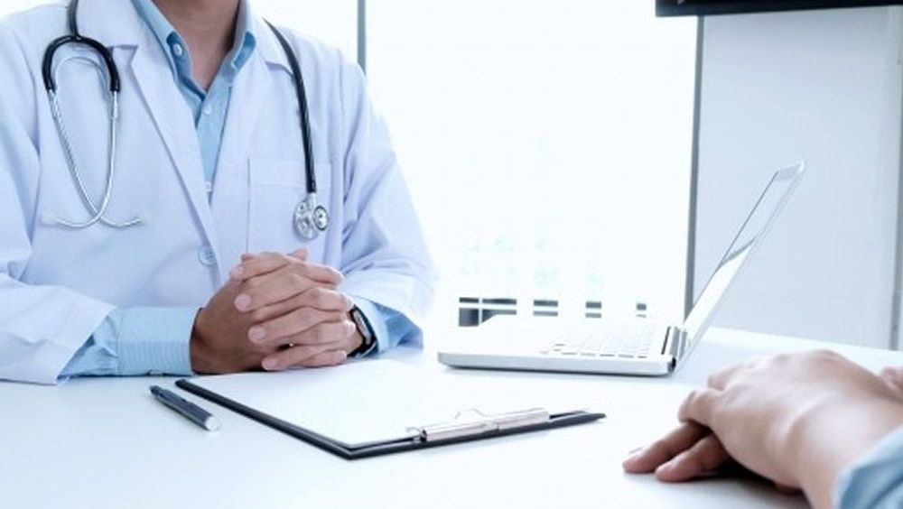 Prestadores de salud privada reprograman atenciones en todo el país por no contar con fondos suficientes