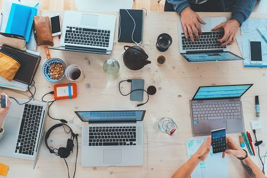 Empleados de empresas tecnológicas lideran el ránking de aumentos de salarios