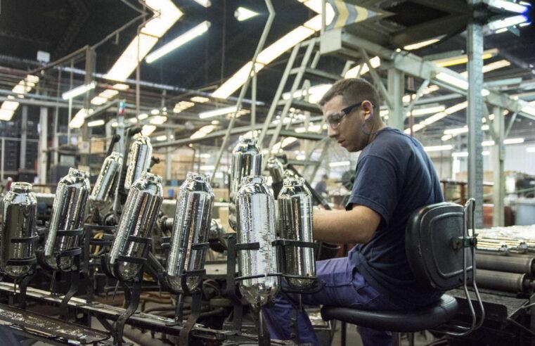 Indec: La industria funcionó en abril al 63,5 % de su capacidad y superó los niveles de 2020